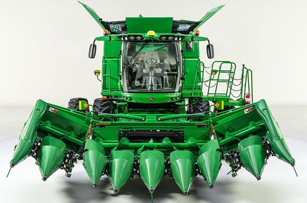 John Deere 8 row corn head