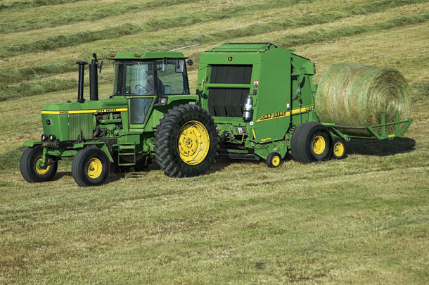John Deere round baler and accumulator